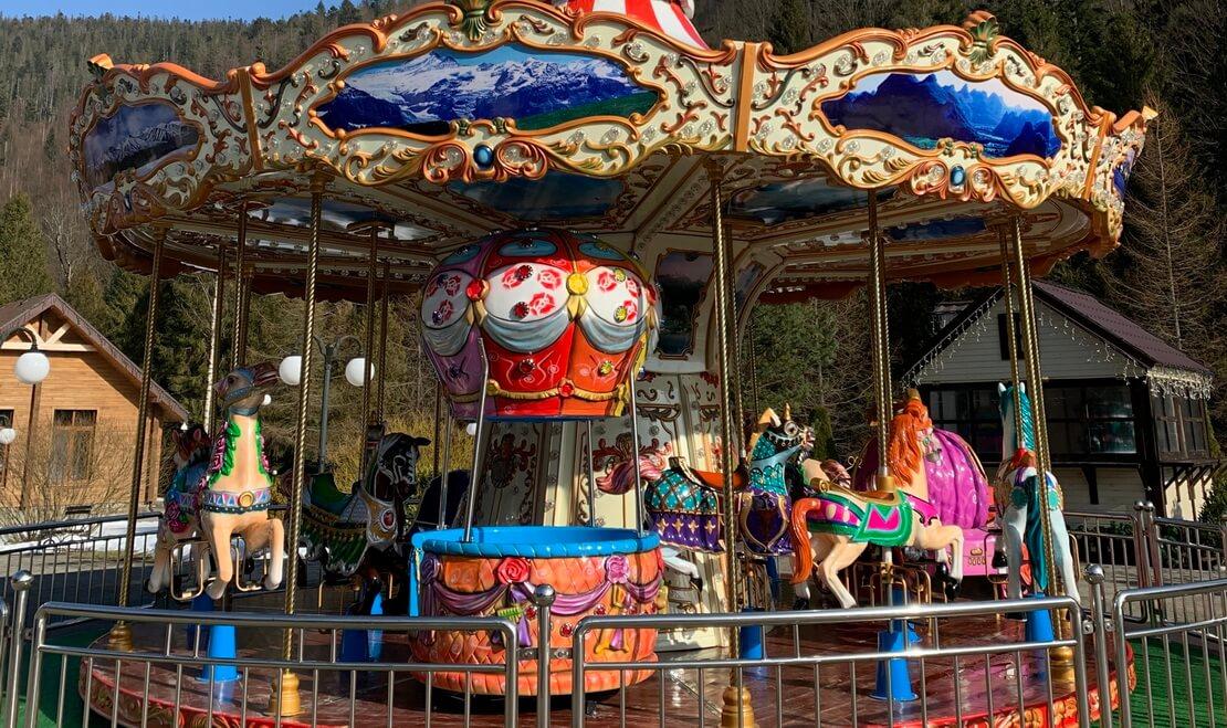 carnival carousel, beskyd hotel